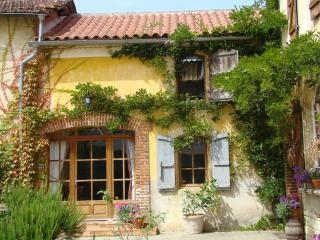 Charming 1 bedroom Gite in Lascazeres with Internet Access - Lascazeres vacation rentals