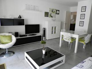 Fréjus : Studio , Internet, Parking - frejus vacation rentals