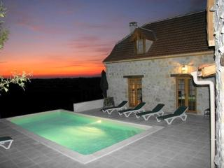 4 bedroom House with Internet Access in Lachapelle-Auzac - Lachapelle-Auzac vacation rentals