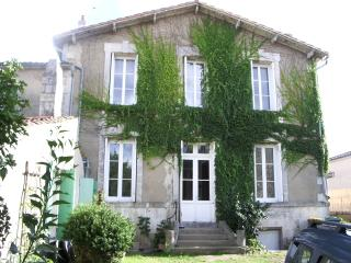 Cyrnos - Saint-Georges-de-Didonne vacation rentals