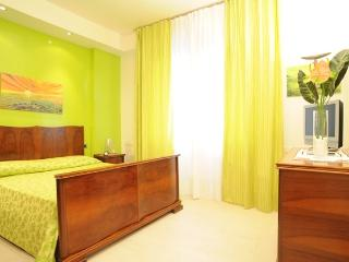 Sienahomeandsailing-Green apartment - Siena vacation rentals