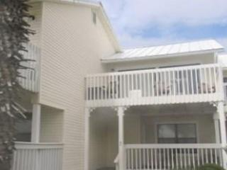 Sand Pebbles 3, just across the street from the beach! - Destin vacation rentals