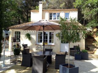 MAS des MILLE PIERRES - Gîte de France 3 Etoiles - Laudun vacation rentals