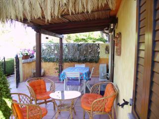 casa al mare, ideale per qualsiati tipo di vacanza - La Caletta vacation rentals