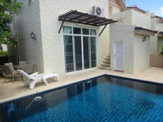 2 bed villa, in Nai Harn, private pool, gym, playground for kids - World vacation rentals