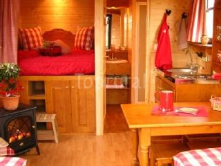 Nice Gite with Internet Access and Central Heating - Saint-Pol-sur-Ternoise vacation rentals