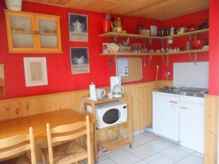 Nice Gite with Internet Access and Garden - Saint-Pol-sur-Ternoise vacation rentals