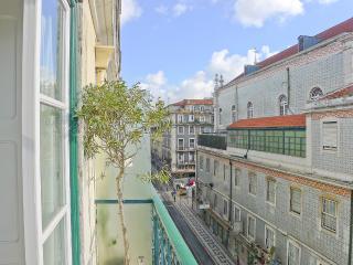 PR - Delightful 2 Br/1Bath with a balcony in - Lisbon vacation rentals