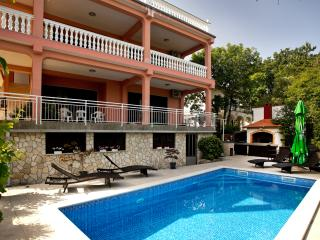 Villa Dijana: Flat (80m2, 4-6 pers. first floor) - Malinska vacation rentals