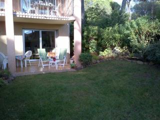 Beautiful Condo with Dishwasher and Kettle - Saint Raphaël vacation rentals