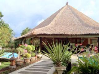 Villa Pelabuhan - Temukus vacation rentals