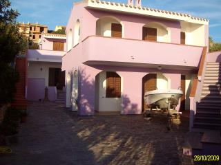 Bright 2 bedroom Apartment in Cabras with Deck - Cabras vacation rentals
