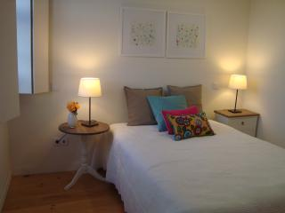 Bright 1 bedroom Apartment in Guimaraes with Internet Access - Guimaraes vacation rentals
