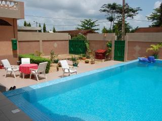 Calavi Bénin  2 chbres ptit dej et piscine - Cotonou vacation rentals