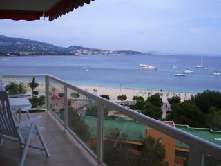 Sunny 2 bedroom Palma Nova Apartment with Internet Access - Palma Nova vacation rentals