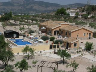 Comfortable 3 bedroom Bed and Breakfast in Castalla - Castalla vacation rentals