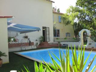 Nice House with Internet Access and Dishwasher - Saint-Martin-de-Crau vacation rentals