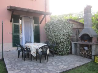 Appartamento ammobiliato Ca' di Boschetti Old Farm - La Spezia vacation rentals
