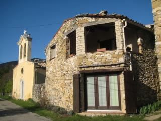 Nice Gite with Internet Access and Satellite Or Cable TV - Banon vacation rentals