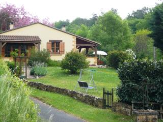 Beautiful 2 bedroom Gite in Cadouin with Satellite Or Cable TV - Cadouin vacation rentals