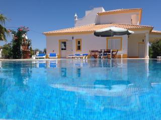 Nice Villa with Internet Access and Towels Provided - Alcantarilha vacation rentals