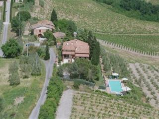 Cosy Tuscan villa for friends or family - San Gimignano vacation rentals