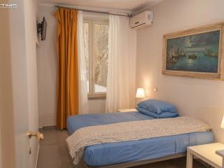 Casa Affascinante Vicino al Mare - Naples vacation rentals
