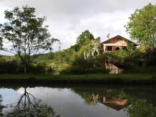 Nice Gite with Private Fishing and Balcony - Meilhan-sur-Garonne vacation rentals