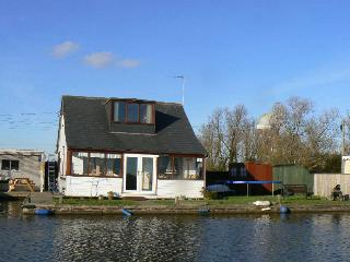 Comfortable 3 bedroom Vacation Rental in Potter Heigham - Potter Heigham vacation rentals