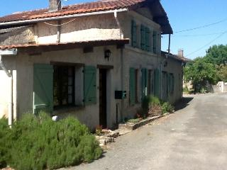 Farmhouse in Nantille, Saint-Jean-D'Angely, C - Saint Jean d'Angely vacation rentals
