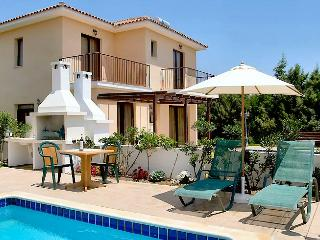 Reginas villa pool,garden,wifi,parking,2km fromsea - Oroklini vacation rentals