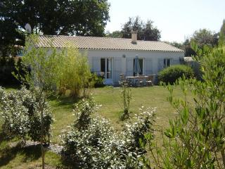 Nice 3 bedroom La Caillere Gite with Tennis Court - La Caillere vacation rentals