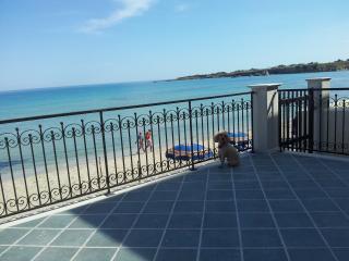 bella villa con veranda sul mare - Cassibile vacation rentals