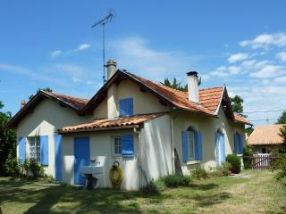 Charming House with Internet Access and Satellite Or Cable TV - Meschers-sur-Gironde vacation rentals