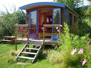 Romantic 1 bedroom Vacation Rental in Poule-les-Echarmeaux - Poule-les-Echarmeaux vacation rentals