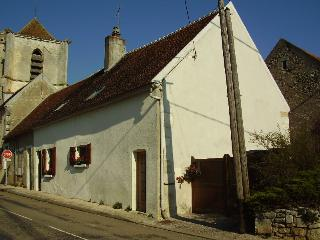 2 bedroom Cottage with Internet Access in Lucy-sur-Yonne - Lucy-sur-Yonne vacation rentals