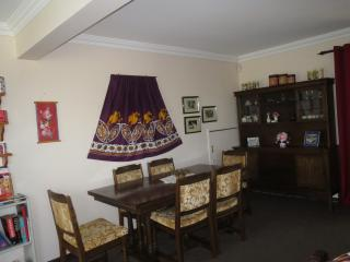 Spacious unit: tranquil street - Brisbane vacation rentals