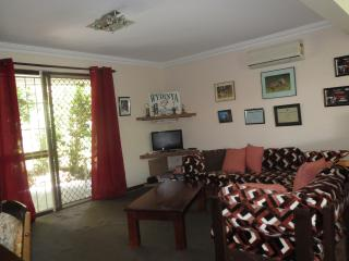 Spacious unit: tranquil street - Brisbane vacation rentals