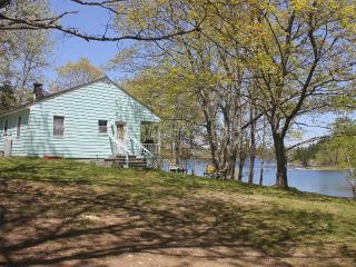 *Bridges Cottage - Oceanfront*wi-fi*private*cable* - Islesboro vacation rentals