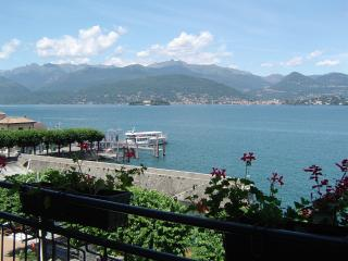 apartment 2 rooms with balcony front lake - Stresa vacation rentals
