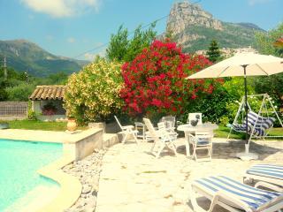 Villa avec piscine, 5 places - Saint-Jeannet vacation rentals