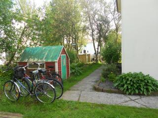 Hólmgarður - Great Apartment & Location - Kopavogur vacation rentals