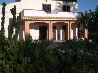 Adorable 4 bedroom Sorso Villa with Internet Access - Sorso vacation rentals