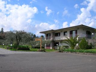 """Le Thuje"" Casa vacanze tra Etna e Valdemone - Randazzo vacation rentals"