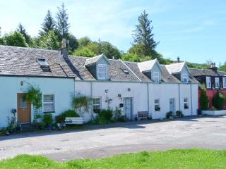 ROSE COTTAGE, rural location, open fire, woodburner, lawned garden in Strachur, Ref 24071 - Strachur vacation rentals