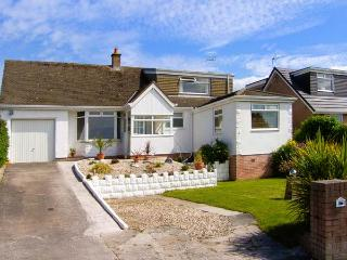 SEASCAPES, woodburning stove, lawned garden with furniture, close to Llandudno, Ref 906884 - Deganwy vacation rentals