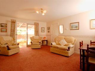 Beautiful Cottage in Newton Stewart with Kettle, sleeps 4 - Newton Stewart vacation rentals