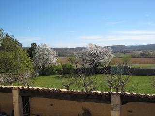 Bright 2 bedroom Banon House with Internet Access - Banon vacation rentals