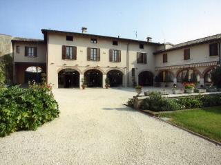 Bright 8 bedroom Villa in Brescia - Brescia vacation rentals