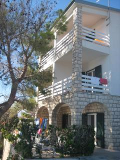 Perfect 3 bedroom Pag Apartment with Garden - Pag vacation rentals